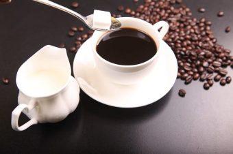 Pomáhá káva při hubnutí, nebo způsobuje nadváhu?