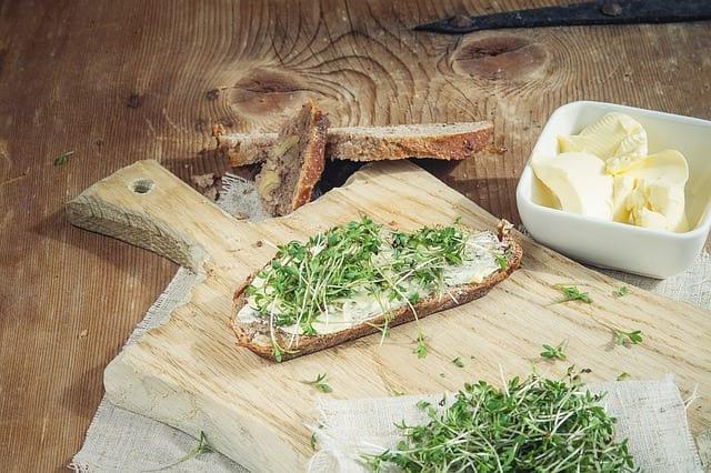 Jak doma vyrobit domácí sýr lučinu – recept s návodem