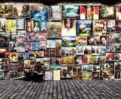 Jak moderně pověsit obrazy na zeď?