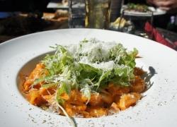 Jak připravit chutný a dietní těstovinový salát
