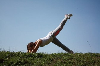 Nejúčinnější a nejlepší cvik pro cvičení doma, vyzkoušejte plank (prkno)!