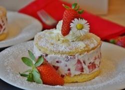 Skvělý recept na nepečený koláč s jahodami
